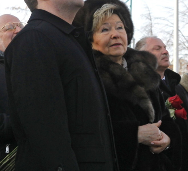Russian President Dmitry Medvedev (L) and widow Naina Yeltsina attend an openning ceremony of a monument to former Russia's president Boris Yeltsin in Yekaterinburg on February 1, 2011, flanked by Yeltsin's relatives and officials. Medvedev hailed Boris Yeltsin on the late leader's 80th birthday as a visionary who stared down Communism and absorbed the country's ire during subsequent years of pain. Yeltsin died at the age of 76 in 2007 with opinion still divided about his achievements as the country's first post-Soviet president.       AFP PHOTO/ RIA-NOVOSTI/ KREMLIN/ DMITRY ASTAKHOV