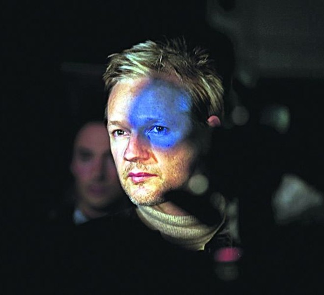 Seamus Murphy, a VII Photo Agency photographer based in Ireland, has won the 2nd Prize People In The News Single category with this picture of Julian Assange, founder of WikiLeaks, in London, taken September 30. The prize-winning entries of the World Press Photo Contest 2010, the world's largest annual press photography contest, were announced February 11, 2011. REUTERS/Seamus Murphy/VII/Handout (BRITAIN - Tags: MEDIA SOCIETY) NO SALES. NO ARCHIVES. FOR EDITORIAL USE ONLY. NOT FOR SALE FOR MARKETING OR ADVERTISING CAMPAIGNS. THIS IMAGE HAS BEEN SUPPLIED BY A THIRD PARTY. IT IS DISTRIBUTED, EXACTLY AS RECEIVED BY REUTERS, AS A SERVICE TO CLIENTS