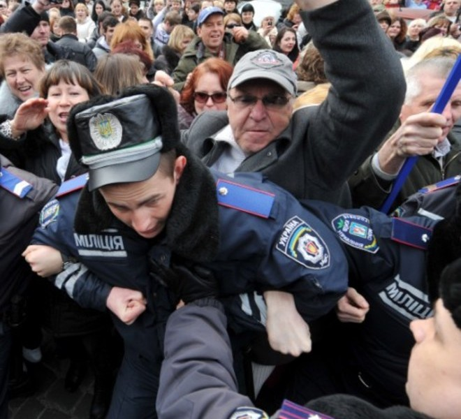 People shout slogans and hold banner as they try to block the traffic in front of policemen during a rally near the Ukraine's Cabinet of the Ministers in Kiev, on March 22, 2011. Some 5,000 of Ukrainian school teachers, lecturers and professors demanded a salary increase and more financing for education. AFP PHOTO/ SERGEI SUPINSKY , A woman speaks to a policeman during rally in front of the Ukraine's Cabinet of the Ministers, in Kiev, on March 22, 2011. Some 5,000 of Ukrainian school teachers, lecturers and professors protested today to demand a salary increase and more financing for education. AFP PHOTO/ SERGEI SUPINSKY , People clash with police as they try to block the traffic on a road during rally in front of the Ukraine's Cabinet of the Ministers in Kiev on March 22, 2011. Some 5,000 of Ukrainian school teachers, lecturers and professors demanded a salary increase and more financing for education. AFP PHOTO/ SERGEI SUPINSKY , People clash with police as they try to block the traffic on a road during rally in front of the Ukraine's Cabinet of the Ministers in Kiev on March 22, 2011. Some 5,000 of Ukrainian school teachers, lecturers and professors demanded a salary increase and more financing for education. AFP PHOTO/ SERGEI SUPINSKY
