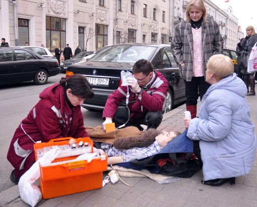 Doctors help a man injured in a bomb blast at a metro station in downtown Minsk, on April 11, 2011. At least 11 people were killed and a 100 were wounded in a blast at a metro station near Belarus President Alexander Lukashenko's office in Minsk, Belarussian television said. AFP PHOTO / SERGEY BALAY