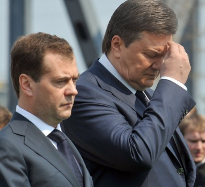 Ukrainian President Viktor Yanukovych (R) and his Russian counterpart Dmitry Medvedev (L) attend a commemoration ceremony for Chernobyl Nuclear disaster in front of Chernobyl nuclear power plant, about 180 km north from Kiev, on April 26, 2011. The world on Tuesday marks a quarter century since the world's worst nuclear disaster at Chernobyl in Ukraine. AFP PHOTO/GENYA SAVILOV