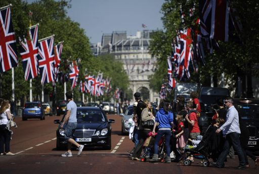 British Union Jack flags hang in the Mall for the upcoming royal wedding of Britain's Prince William and Kate Middleton, in central London, on April 27, 2011. Britain's Prince William will marry his fiance Kate Middleton at Westminster Abbey in London, on April 29, 2011.  AFP PHOTO / PIERRE-PHILIPPE MARCOU