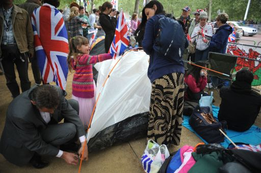 Royal supporters set up a tent in front of Buckingham Palace in London on April 28, 2011 on the eve of the Royal wedding. Britain's Prince William is to marry his fiancee Kate Middleton at Westminster Abbey in London on April 29, 2011. AFP PHOTO/DIMITAR DILKOFF
