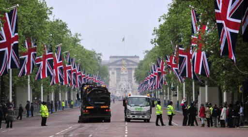 Final preparations take place on The Mall, before the royal wedding of Britain's Prince William and Kate Middleton, in central London, on April 29, 2011. AFP PHOTO / GLYN KIRK