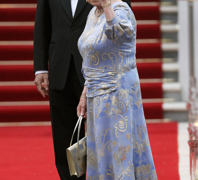 LONDON, ENGLAND - APRIL 28:  HRH Queen Elizabeth II attends a gala pre-wedding dinner held at the Mandarin Oriental Hyde Park on April 28, 2011 in London, England.  (Photo by Chris Jackson/Getty Images)