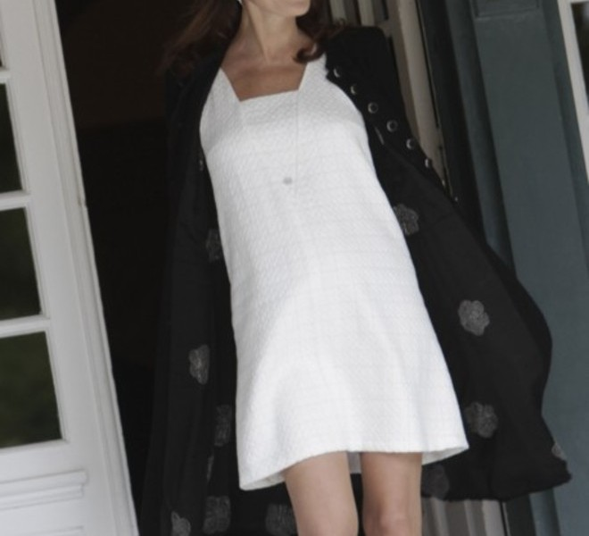 French President Nicolas Sarkozy's wife, Carla Bruni-Sarkozy, arrives to welcome the wives of the Heads of Delegation participating in the G8 Summit at the Villa Strassburger during the G8 summit in Deauville, western France, on May 26, 2011. The wives of the G8 leaders meet on the sidelines of the formal summit to discuss issues such as the fight against illiteracy.   AFP PHOTO / POOL / Virginia Mayo