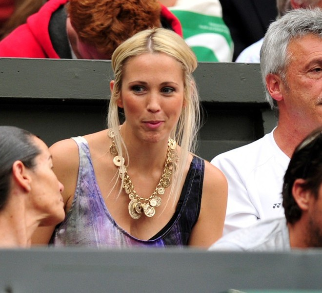 Bec Cartwright, wife of Australian player Lleyton Hewitt attends his game with Swedish player Robin Soderling during the men's single at the Wimbledon Tennis Championships at the All England Tennis Club, in southwest London on June 22, 2011.  AFP PHOTO / LEON NEAL RESTRICTED TO EDITORIAL USE