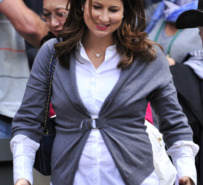 Mirka Vavrinec, partner of Swiss player Roger Federer, arrives on Centre Court to watch him play against Kazakh player Mikhail Kukushkin during a Men's Singles match at the 2011 Wimbledon Tennis Championships at the All England Tennis Club, in south-west London, on June 21, 2011. AFP PHOTO/GLYN KIRK/RESTRICTED TO EDITORIAL USE