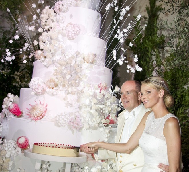 Princess Charlene of Monaco and Prince Albert II of Monaco cut their cake during the dinner at the Opera after their religious wedding on July 2, 2011 in Monaco.   AFP PHOTO / POOL PALAIS PRINCIER / Eric MATHON