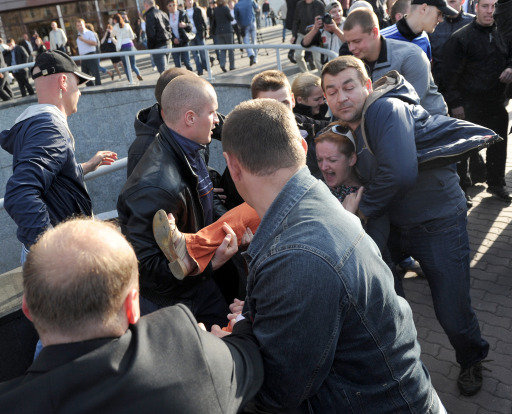 "Plain clothed Belarusian policemen detain activists of ""Revolution internet"" during Independence Day celebration in Minsk on July 3, 2011. Belarus President Alexander Lukashenko warned his opponents today against considering any uprising against his rule as the military staged a Soviet-style show of force in an Independence Day parade. AFP PHOTO / VICTOR DRACHEV"