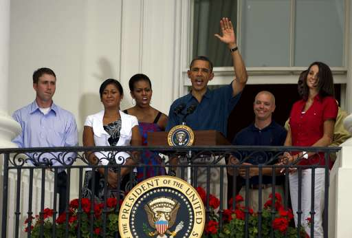 US President Barack Obama (C) and First Lady Michelle Obama (3rd L) speak as the host military heroes and thier families on the south laawn of the White House in Washington, DC, July 4, 2011 for an Independence Day celebration.    AFP PHOTO/Jim WATSON