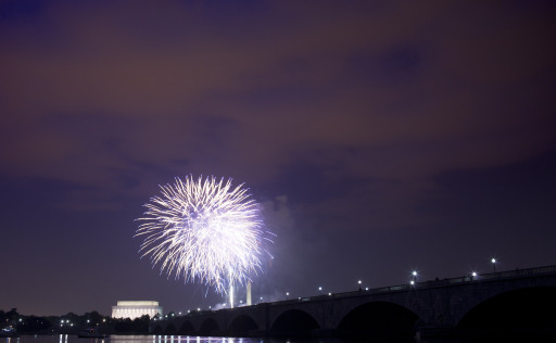 ARLINGTON, VA - JULY 04: A view of fireworks above the Lincoln Memorial, Washington Memorial and Memorial Bridge on the National Mall in Washington, DC from along the shore of the Potomac River July 4, 2011 in Arlington, Virginia. The United States celebrated its 235th anniversary of declaring independence from the British Empire.   Brendan Smialowski/Getty Images/AFP== FOR NEWSPAPERS, INTERNET, TELCOS & TELEVISION USE ONLY ==