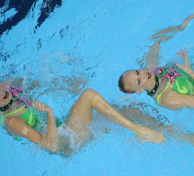 Ukraine's Daria Iushko and Kseniya Sydorenko compete in the final of the duets free synchronised swimming competition in the FINA World Championships at the indoor stadium of the Oriental Sports Centre in Shanghai on July 22, 2011. AFP PHOTO / PETER PARKS