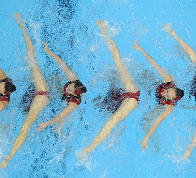 TOPSHOTS Ukraine compete in the final of the team free synchronised swimming event in the FINA World Championships at the indoor stadium of the Oriental Sports Centre in Shanghai on July 23, 2011.  TOPSHOTS / AFP PHOTO / Peter PARKS