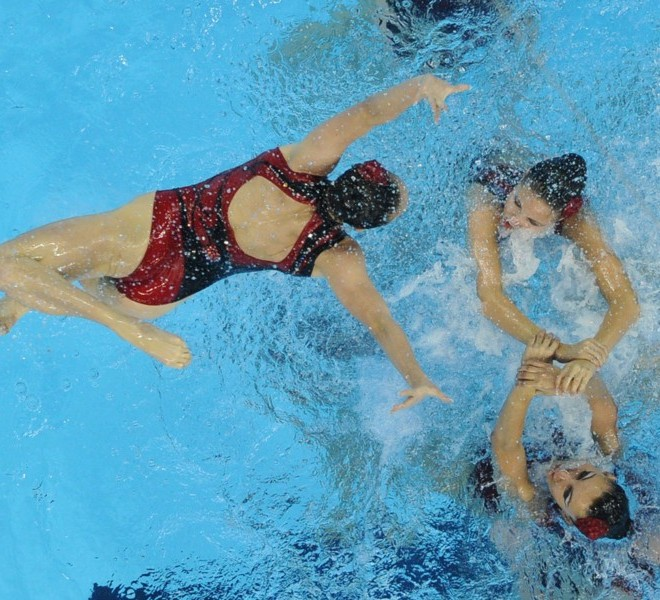 Ukraine compete in the final of the team free synchronised swimming event in the FINA World Championships at the indoor stadium of the Oriental Sports Centre in Shanghai on July 23, 2011.  AFP PHOTO / Peter PARKS