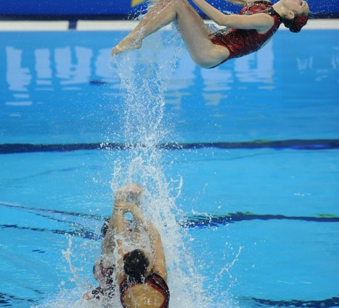 Ukraine's synchronised swimming team compete in the final of the team free synchronised swimming event in the FINA World Championships at the indoor stadium of the Oriental Sports Centre in Shanghai on July 23, 2011.  AFP PHOTO / PHILIPPE LOPEZ