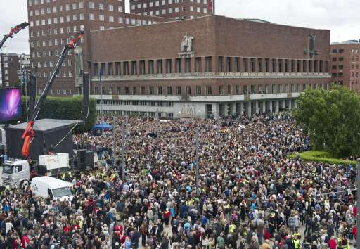 Thousands of people mass outside Oslo's City Hall on July 25, 2011 for a flower-carrying vigil in memory of the 76 victims of last week's twin attacks. Norwegian television showed images of similar gatherings taking place in other cities across the country after a call for people to come and show solidarity with those killed in Friday's bombing and mass shootings. AFP PHOTO / Scanpix Norway / Aleksander Andersen