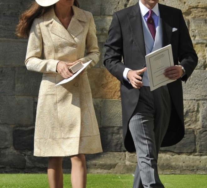 Britain's Prince William (R) and his wife Catherine, the Duchess of Cambridge, arrive back at the Palace of Holyroodhouse after attending the wedding of Zara Phillips, granddaughter of Britain's Queen Elizabeth II, and England rugby player Mike Tindall at Canongate Kirk in Edinburgh, Scotland, on July 30, 2011.   AFP PHOTO / philip ide/POOL