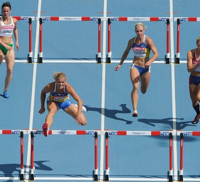 (L/R) Hungary's Gyorgi Farkas, Ukraine's Natalia Dobrynska, Ukraine's Alina Fyodorova and Norway's Ida Marcussen compete in the 100 metres hurdles of the women's heptathlon event at the International Association of Athletics Federations (IAAF) World Championships in Daegu on August 29, 2011.  AFP PHOTO / ANTONIN THUILLIER