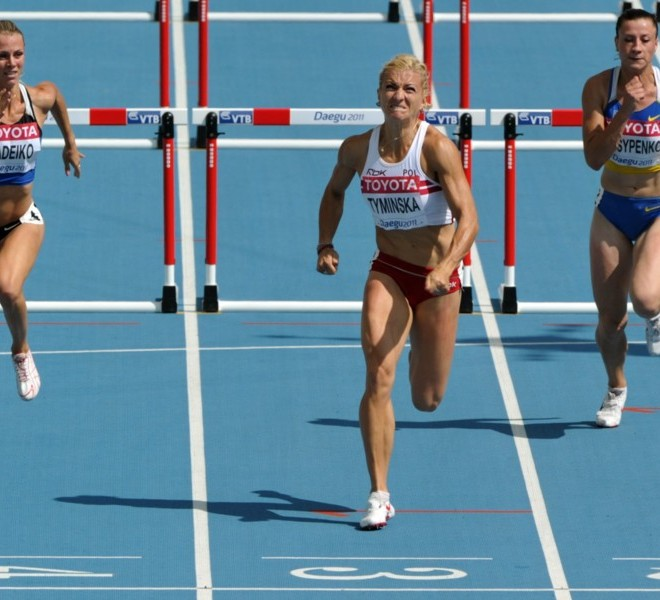 Poland's Karolina Tyminska (C) competes ahead of Estonia's Grit Sadeiko (L) and Ukraine's Lyudmyla Yosypenko  in the 100 metres hurdles of the women's heptathlon event at the International Association of Athletics Federations (IAAF) World Championships in Daegu on August 29, 2011.  AFP PHOTO / KIM JAE-HWAN
