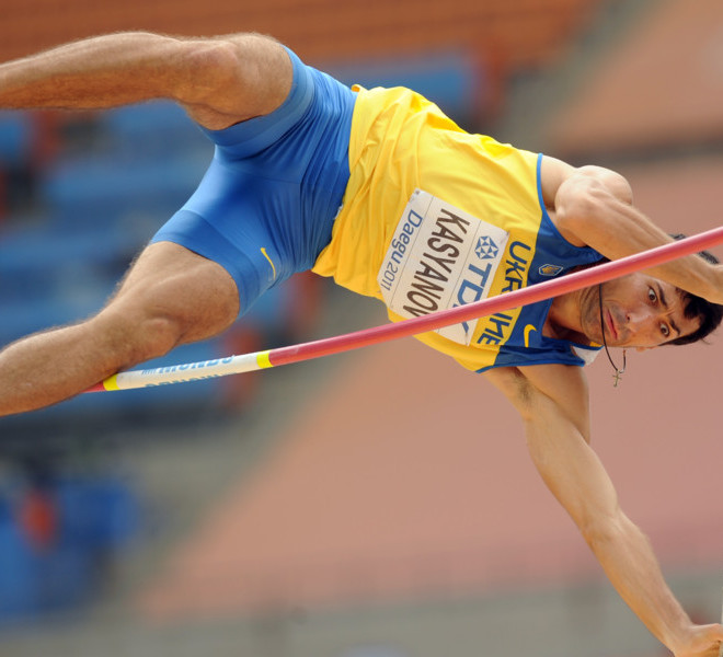 Ukraine's Oleksiy Kasyanov competes in the pole vault of the men's decathlon at the International Association of Athletics Federations (IAAF) World Championships in Daegu on August 28, 2011.  AFP PHOTO / PETER PARKS