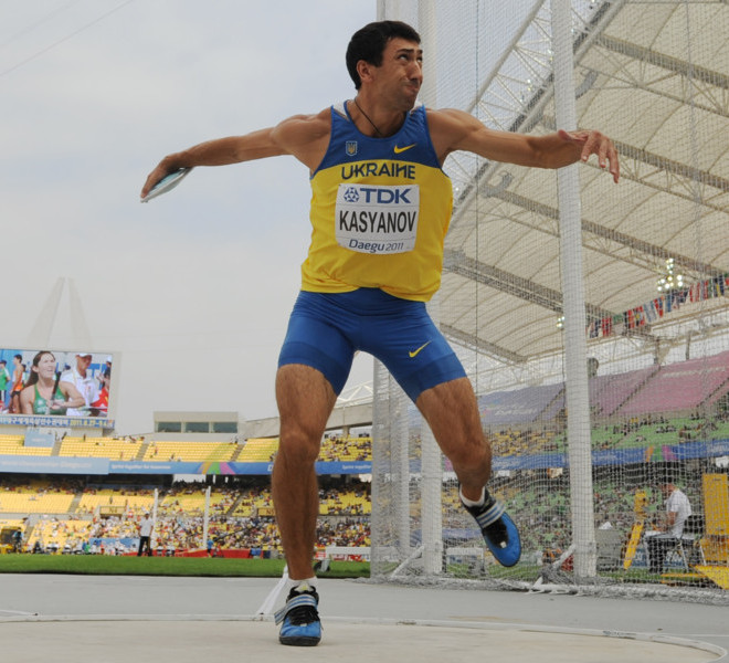 Ukraine's Oleksiy Kasyanov competes in the discus throw in the men's decathlon at the International Association of Athletics Federations (IAAF) World Championships in Daegu on August 28, 2011. AFP PHOTO / PETER PARKS