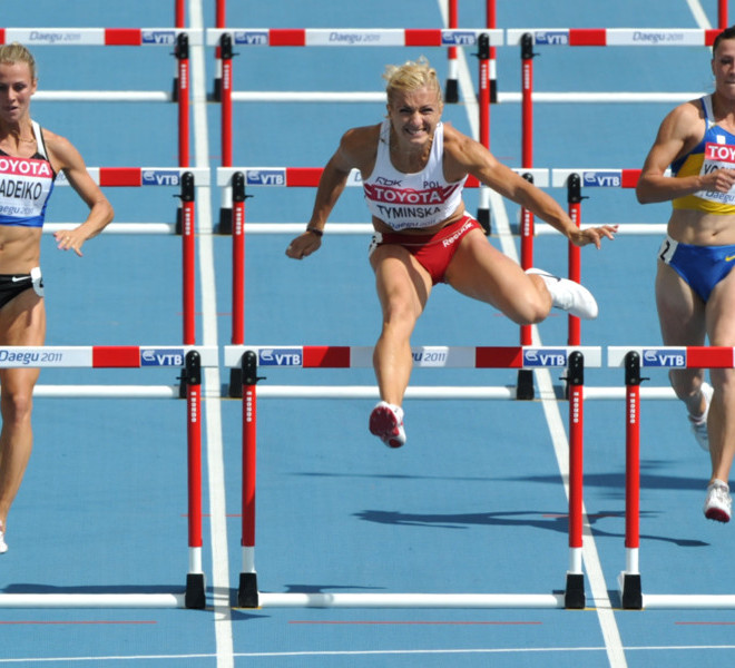 Poland's Karolina Tyminska (C) competes with Estonia's Grit Sadeiko (L) and Ukraine's Lyudmyla Yosypenko (R) in the 100 metres hurdles of the women's heptathlon event at the International Association of Athletics Federations (IAAF) World Championships in Daegu on August 29, 2011.  AFP PHOTO / KIM JAE-HWAN