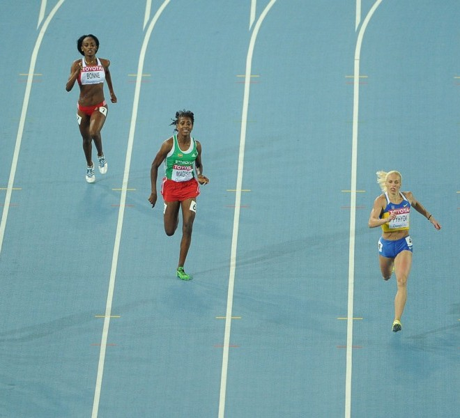 Russia's Antonina Krivoshapka (R), Ukraine's Nataliya Pyhyda (2R) and Jamaica's Rosemarie Whyte take top 3 spots in the women's 400 metres heats at the International Association of Athletics Federations (IAAF) World Championships in Daegu on August 27, 2011. AFP PHOTO / ANTONIN THUILLIER