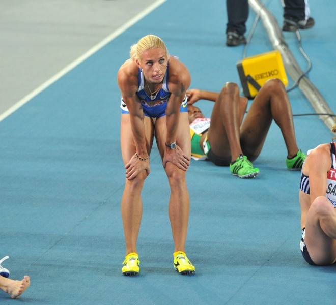 (L-R) Russia's Antonina Krivoshapka, Ukraine's Nataliya Pyhyda and Britain's Nicola Sanders catch their breath after their women's 400 metres semi-final at the International Association of Athletics Federations (IAAF) World Championships in Daegu on August 28, 2011.    AFP PHOTO / KIM JAE-HWAN