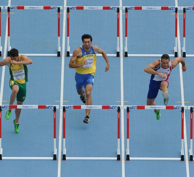 (L-R) Cuba's Leonel Suarez, South Africa's Willem Coertzen, Ukraine's Oleksiy Kasyanov, France's Romain Barras and Lithuania's Darius Draudvila compete in the 110 metres hurdles of the men's decathlon event at the International Association of Athletics Federations (IAAF) World Championships in Daegu on August 28, 2011.      AFP PHOTO / ANTONIN THUILLIER