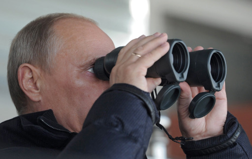 Russia's Prime Minister Vladimir Putin looks through field glasses during a visit to an arms exhibition in the Urals town of Nizhny Tagil, on September 9, 2011. AFP PHOTO/ RIA-NOVOSTI POOL/ ALEXEY DRUZHININ