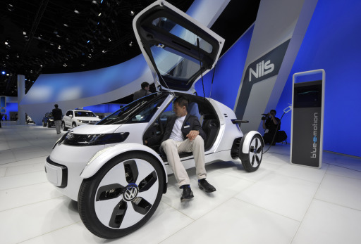 Visitors inspect the electric Nils concept car by German car maker Volkswagen during the international motor show IAA (Internationale Automobil-Ausstellung) in Frankfurt/M, western Germany, on September 14, 2011. The world's biggest motor show, the IAA, is running from September 15 to 25, 2011.       AFP PHOTO / THOMAS KIENZLE