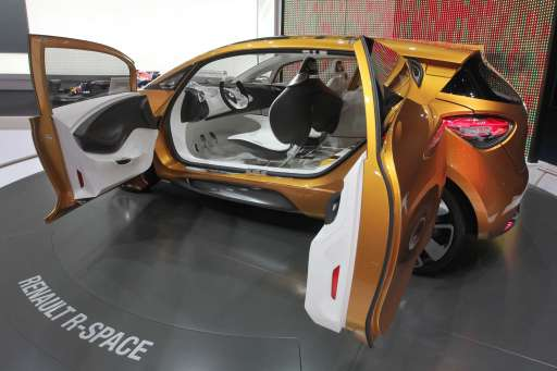 "A Renault ""R-Space"" concept car is presented at the booth of Renault during the international motor show IAA in Frankfurt am Main, western Germany, on September 13, 2011.  The world's biggest motor show, the IAA, is running from September 15 to 25, 2011. AFP PHOTO / DANIEL ROLAND"