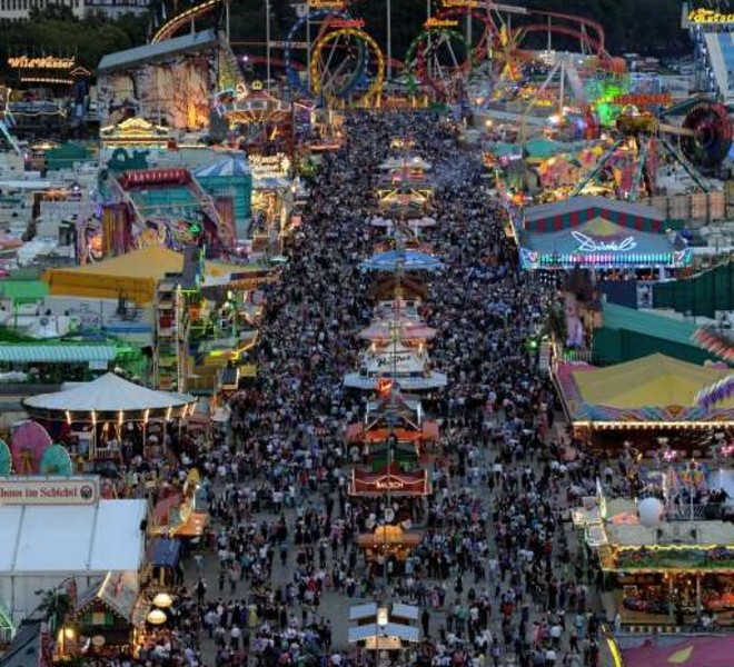 Visitors of the Oktoberfest beer festival crowd at the Theresienwiese fair grounds in Munich, southern Germany, on September 17, 2011. The world famous beer festival, which is excepted to attract around six million visitors, is running until October 3, 2011.      AFP PHOTO/CHRISTOF STACHE