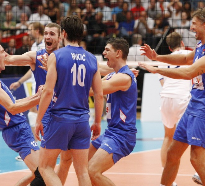 Serbia's players celebrate their victory at the end of the men's European Volleyball Championships gold medal match against Italy in Vienna on September 18, 2011. Serbia won 3:1. AFP PHOTO/ DIETER NAGL