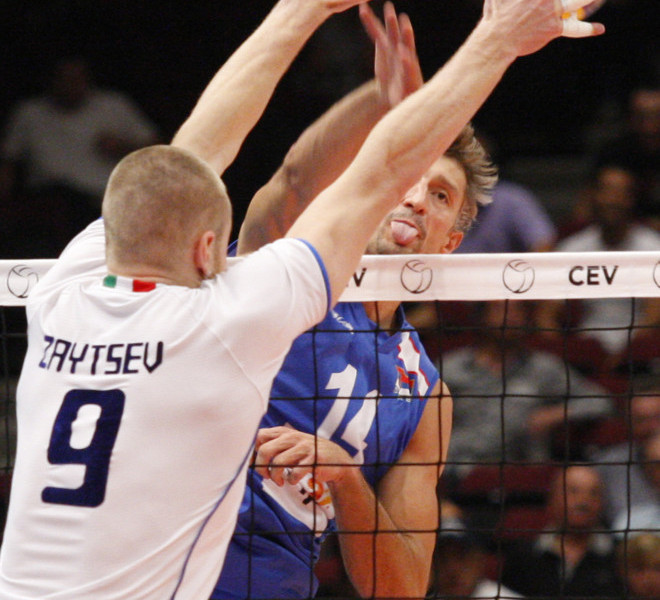 Serbia's Ivan Milkovic smashes the ball during the men's Volleyball European Championship final between Italy and Serbia in Vienna on September 18, 2011.     AFP PHOTO/ DIETER NAGL