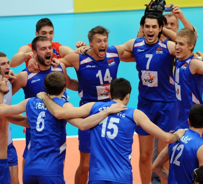 Serbia's players celebrate their victory in the men's European Volleyball Championships at the end of their gold medal match against Italy in Vienna on September 18, 2011. Serbia won 3:1.      AFP PHOTO/ SAMUEL KUBANI