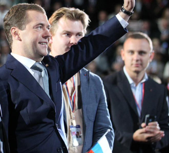 "President Dmitry Medvedev (L) greets the audience during a congress of the United Russia ruling party in Moscow, on September 24, 2011.  Prime Minister Vladimir Putin  accepted today a proposal by Medvedev to stand for Russian president in 2012 polls, saying it was a ""great honour"".AFP PHOTO/ RIA-NOVOSTI/ KREMLIN POOL/  YEKATERINA SHTUKINA"