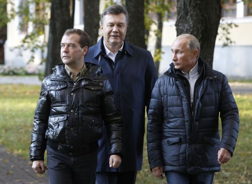 "Russia's President Dmitry Medvedev (L), his Ukrainian counterpart Viktor Yanukovich (C) and Prime Minister Vladimir Putin (R)  walk at the Zavidovo residence in the Tver region, on September 24, 2011. Putin accepted today a proposal by Medvedev to stand for Russian president in 2012 polls, saying it was a ""great honour"". AFP PHOTO/  POOL/  SERGEI KARPUKHIN"