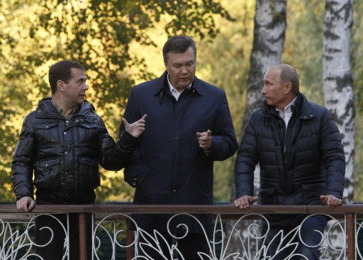 "Russia's President Dmitry Medvedev (L) speaks with his Ukrainian counterpart Viktor Yanukovich (C) and Prime Minister Vladimir Putin (R) as they walk at the Zavidovo residence in the Tver region, on September 24, 2011. Putin accepted today a proposal by Medvedev to stand for Russian president in 2012 polls, saying it was a ""great honour"". AFP PHOTO/  POOL/  SERGEI KARPUKHIN"