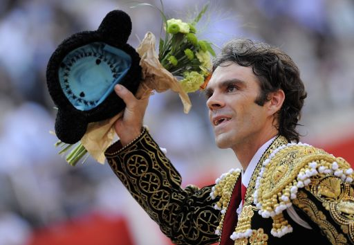 Spanish bullfighter Jose Tomas waves to the crowd on September 25, 2011 in Barcelona's Monumental arena for the last time today before a ban against the centuries-old blood sport comes into effect in Spain's northeastern Catalonia region. AFP PHOTO/ LLUIS GENE.