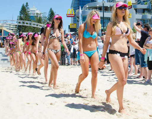 Bikini clad participants parade along Surfers Paradise Beach in Gold Coast City on October 2, 2011 in an attempt to break the Guinness World Record for the longest bikini parade. 357 bikini clad girls paraded on Surfers Paradise beach to break the record of 331 set in 2010 by the Cayman Island Amateur Swimming Association. AFP PHOTO / MURRAY RIX
