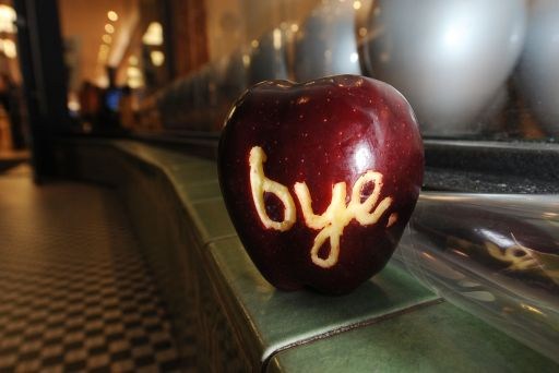 "A apple with the word ""bye"" carved into it sits outside an Apple store after it was left by a man commemorating the life of Apple Inc's founder and former chief executive Steve Jobs, October 5, 2011 in Pasadena, California. Apple?s visionary co-founder died from cancer Wednesday at 56, a premature end for a man who revolutionized modern culture with ubiquitous inventions like the iPod and the iPad.    AFP PHOTO PHOTO / ROBYN BECK"