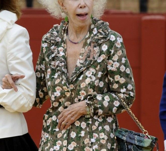 (FILES) This file picture dated on March 25, 2010 shows The Duchess of Alba Cayetana Fitz-James Stuart at the Royal Cavalry of Sevilla. The Duchess of Alba, the twice-widowed aristocrat, renowned for her frizzy hair and colourful dress sense, will marry 60-year-old Alfonso Diez on October 5, 2011 in the chapel of her 15th-16th century Palacio de las Duenas in Seville. AFP PHOTO / CRISTINA QUICLER