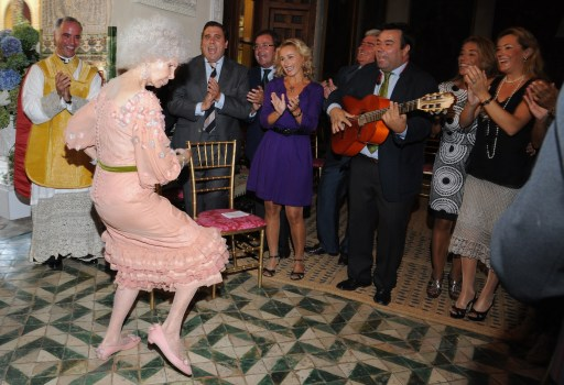 Spain's Duchess of Alba, Maria del Rosario Cayetana Fitz-James-Stuart  dances during her wedding ceremony at the Palacio de las Duenas in Sevilla on October 5, 2011. Spain's fabulously wealthy 85-year-old Duchess of Alba married Alfonso Diez, a civil servant 25 years her junior, in a story of love and riches that has gripped the nation. The twice-widowed aristocrat, renowned for her frizzy hair, glamorous social life and colourful dress sense, is tying the knot in the chapel of her 15th century Palacio de las Duenas in Sevilla. AFP PHOTO / Ricardo Garcia POOL