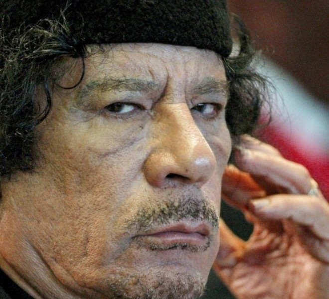(FILES) A picture taken on November 16, 2009 shows Libyan leader Moamer Kadhafi attending a summit in Rome.Libyan TV quoted a National Transitional Council (NTC) commander as saying Kadhafi was captured in his hometown Sirte on October 20 , 2011. AFP PHOTO / POOL / ALESSANDRO DI MEO