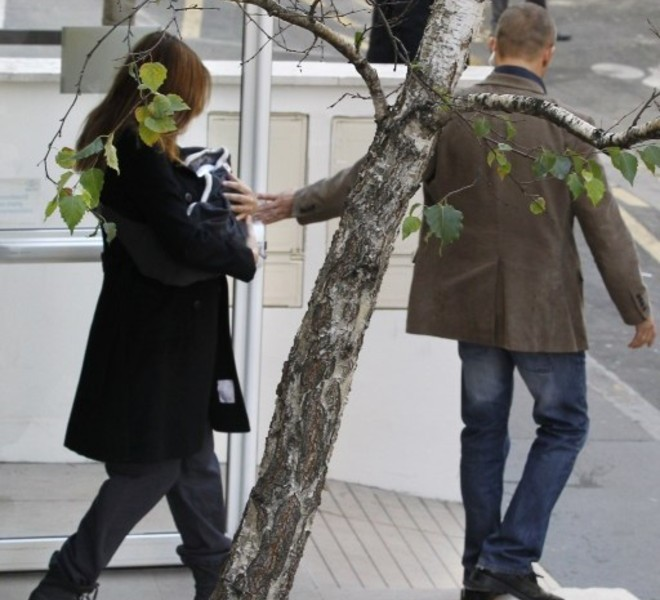 "France's First lady Carla Bruni-Sarkozy leaves with her daughter Giulia, La Muette maternity clinic in Paris on October 23, 2011, four days after the birth. The baby, named Giulia, was born late on October 19 at a Paris clinic and French President Nicolas Sarkozy has described the birth as a ""profound but private joy"".      AFP PHOTO / ALEXANDER KLEIN"