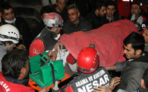 TOPSHOTS Rescue workers carry Murat Saglam (28), a survivor from a collapsed building, on a stretcher after a powerful earthquake rocked eastern Turkey, in the city of Ercis, Van province, on October 24, 2011.  A total of 970 buildings collapsed as a result of the 7.2-magnitude quake and aftershocks, and some 1,200 rescue officials were frantically scrambling to pull out any survivors before the start of the second night since the quake, with temperatures expected to plunge to two degrees Celsius (36 Fahrenheit) and snow forecast for Wednesday.     TOPSHOTS / AFP PHOTO / ADEM ALTAN