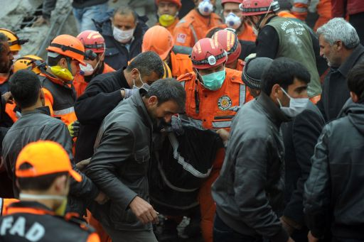 Rescue workers retrieve the body of a victim as they take part in a rescue operation after an earthquake in Ercis, province of Van, on October 25, 2011. Rescuers searched for survivors of a powerful earthquake that killed at least 217 people in eastern Turkey, with more feared trapped in the rubble of dozens of collapsed buildings. AFP PHOTO/MUSTAFA OZER