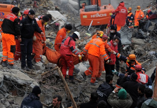 Rescue workers carry the corpse of a victim of the  earthquake in Ercis on October 27, 2011. In its latest damage assessment bulletin, the prime minister's emergency unit said that 523 people were now known to have died after the 7.2 magnitude quake struck. A further 1,650 had been injured in the disaster, it added.   AFP PHOTO / DIMITAR DILKOFF